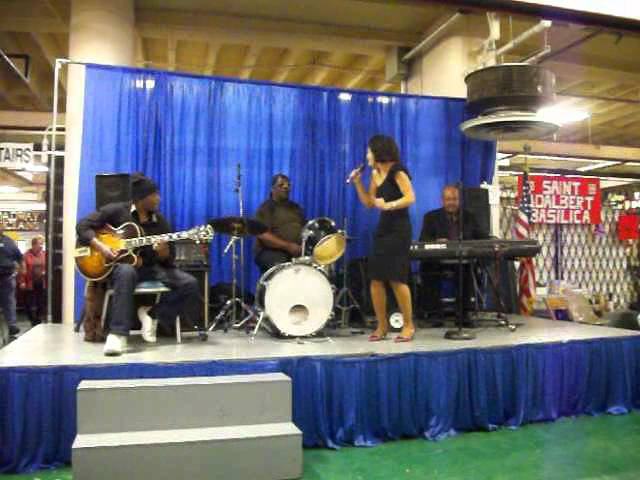 Natasha DaVias singing Sade's Paradise