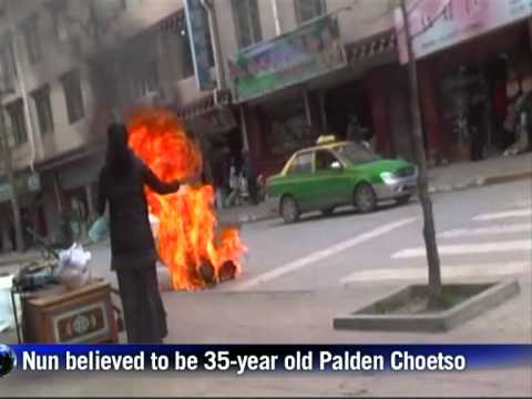 Tibetan nun sets herself on fire