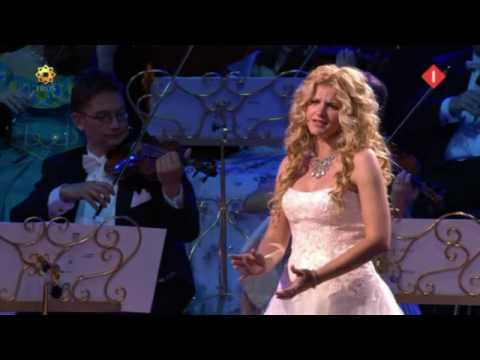 AVE MARIA in good sound by Mirusia Louwerse with André Rieu (2008).