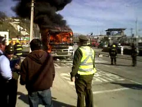 Quemandose un Bus Av.España 19/07/2011 Chile Valparaiso (1)
