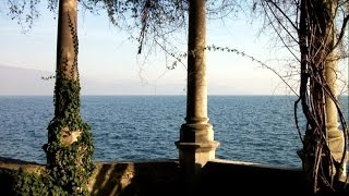 Waterfront historic house for sale Italy  |  Storica villa Gardone vendita fronte lago