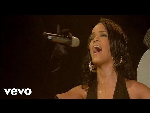 Rihanna - Hate That I Love You (Live at The Bell Center, Montreal)