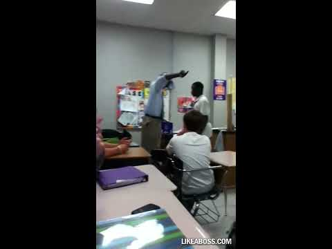 Black Teacher Breaks Up A Soon To Be Fight In The Classroom LIKE A BOSS