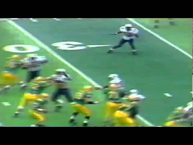 Oregon QB Danny O'Neil scrambles for a 15 yard gain vs. Arizona 10-29-1994