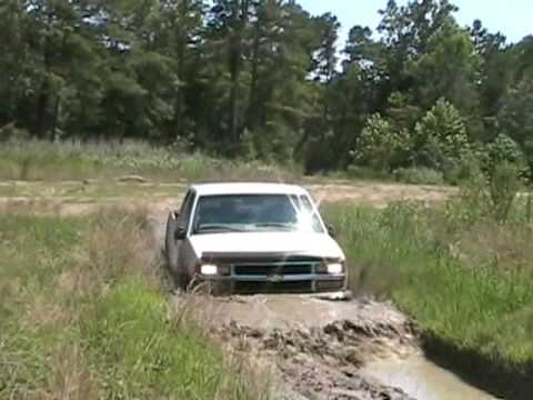 1987 Chevrolet Fullsize k5 Blazer with open headers first. Trail was mostly dried up so this was all i could do without getting SERIOUSLY stuck with no big r...