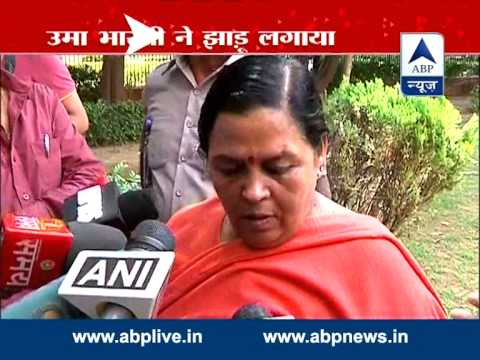 Swachh Bharat: Uma Bharti participates in cleanliness drive