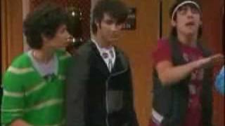 Клип Miley Cyrus - We Got The Party (With Us) ft. Jonas Brothers