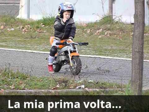 Bambino di 4 anni in mini moto youtube for Altalena con scivolo per bambini