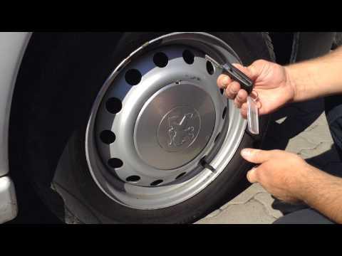 Видео как снять колпаки с колес