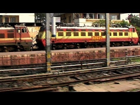 Departing From Trivandrum Central:: Wap-4 Netravati Express Bids Goodbye To Fleet Of Wappies video