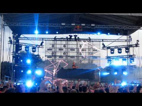 ARMIN VAN BUUREN @ SOLAR DANCE ARENA 2012 (17)