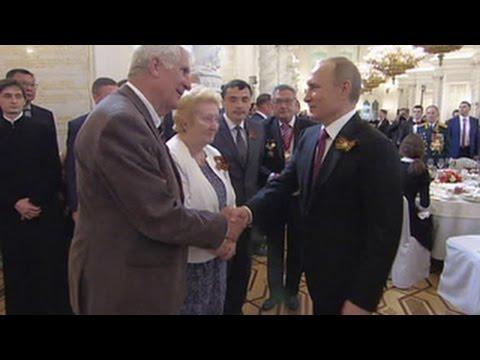 Лучшие послы Франции: Путин поблагодарил французов, передавших награды семье Прохоренко