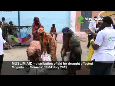 Muslim Aid - distribution of aid for drought affected. Mogadishu, Somalia: 10-14 July 2011