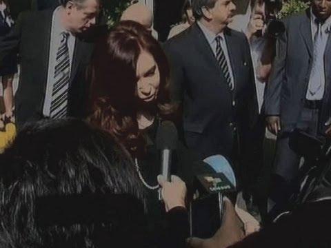 Cristina almuerza con Fidel y Raúl Castro antes de visitar a familiares de Chávez