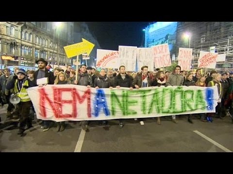 Hungary: Internet tax draws thousands out in protest