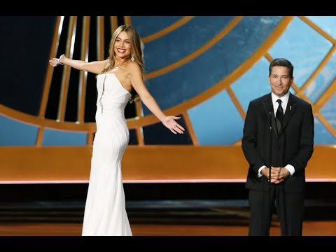 Funny Or Insulting? Sofia Vergara Twirls On Revolving Pedestal At The Emmys