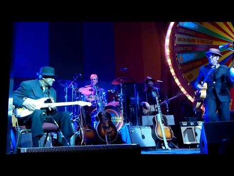 Hubert Sumlin with Elvis Costello, Wellmont Theater Oct 2011