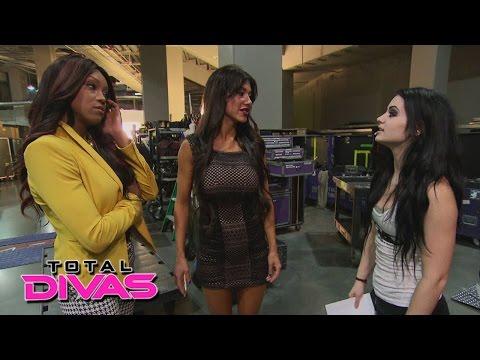 Rosa Mendes avoids Alicia Fox and Paige: Total Divas Bonus Clip, January 25, 2015