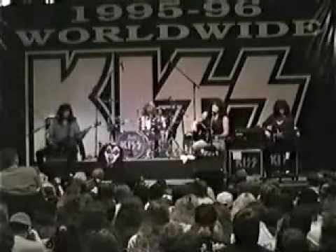 Kiss - Hearth of Chrome
