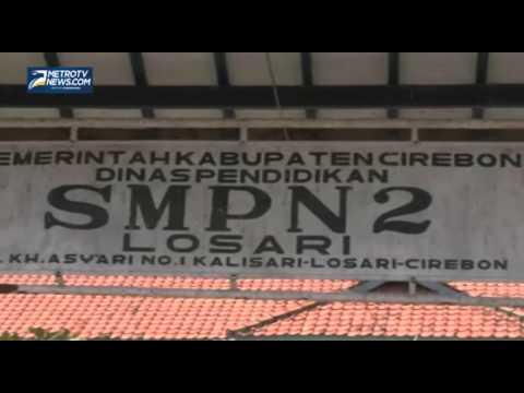 Sampah di Depan SMP Negeri 2 Cirebon Ganggu Aktivitas Belajar