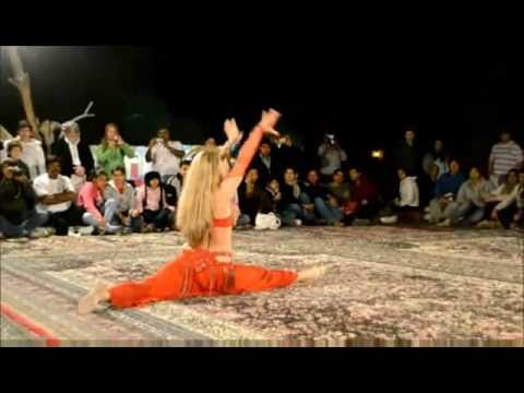 belly dancer in UAE Dubai desert safari