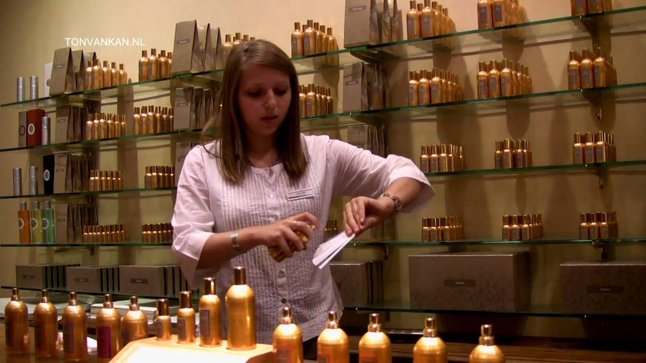 parfum grasse parfumerie fragonard with guide tour. Black Bedroom Furniture Sets. Home Design Ideas