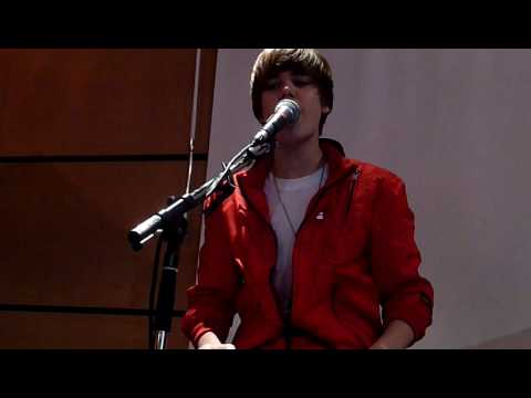 Down To Earth - Justin Bieber - Universal Music France video
