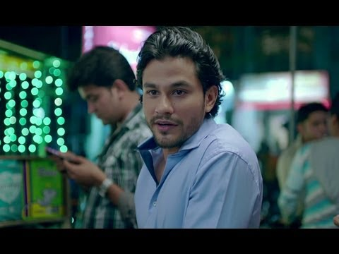 Kunal Khemu Caught Red Handed By His Boss - Go Goa Gone
