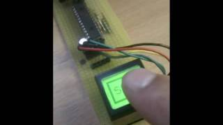RGB button met geïntegreerd LCD display (ScreenKey)