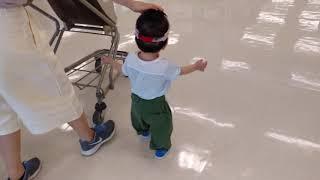 【Funny baby】帽子を取られてヤケになる?【子供おもしろ映像】