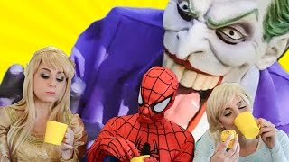 Elsa, Aurora and Spiderman Meet for Tea - Superhero Friends & Villains