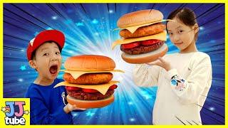 음식나라에서 초거대 햄버거를?! 과자 아이스크림 초콜릿이 가득한 롯데스위트빌 식품체험관 Giant Burger Indoor Playground  [제이제이 튜브-JJ tube]