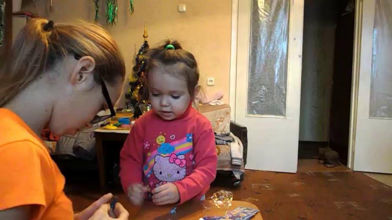 Катя открывает подарки 7