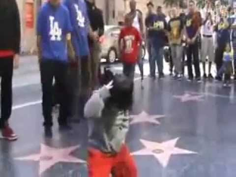 4-Year-Old Chinese Boy, Yiming Wang (Morning Baby) Dances to Michael Jackson on Hollywood Boulevard