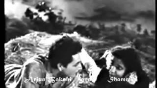 download lagu Duniya Walon Se Door  Lata Mangeshkar & Mukesh gratis