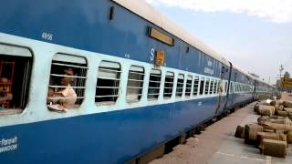 17005 Hyderabad - Darbhanga Express arriving Darbhanga at PF 3