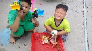 Đồ chơi trẻ em bé pin săn con bọ ❤ PinPin TV ❤ Baby toys hunting bug