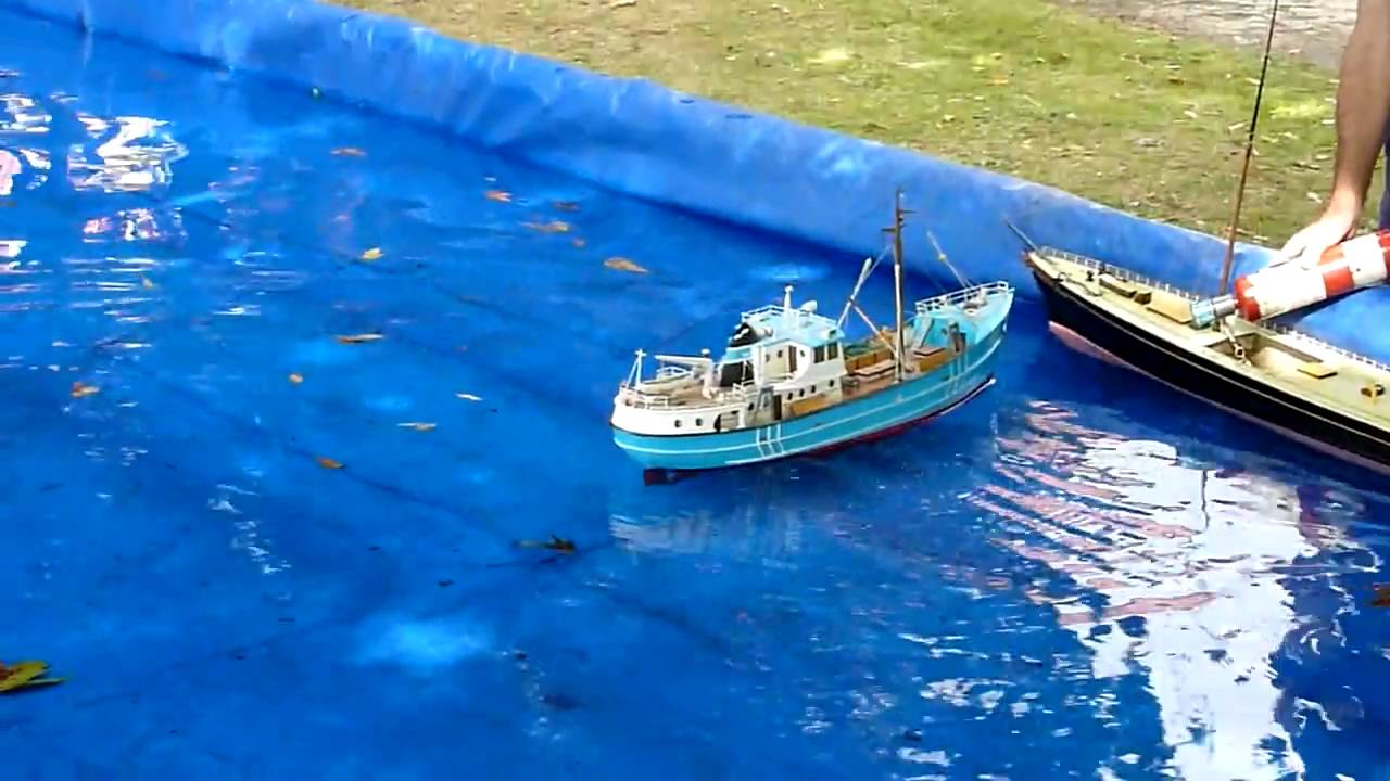 Model Boats On A Boating Pool Youtube