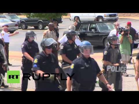 "USA: Tensions high in Ferguson after ""racist"" teen shooting"