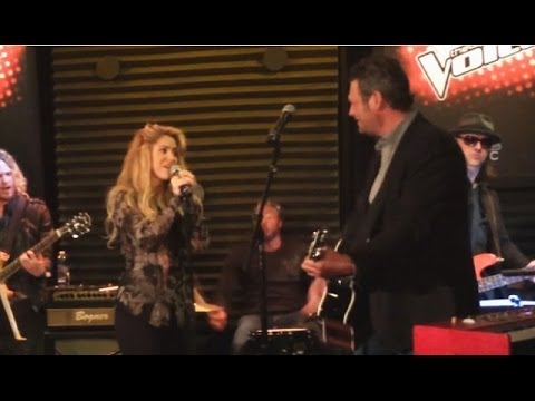 Blake Shelton & Shakira Perform New Duet 'Medicine'