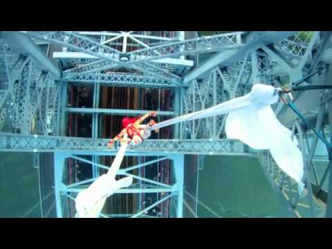 Tubidy Mp3 - Aerialist Seanna Sharpe 285 Feet Over The Williamsburg Bridge video