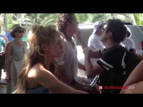 Shakira y Carlos Vives saludan a sus fans en medio de la grabación de 'La Bicicleta'