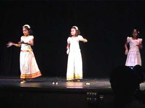 Rohitha Punathil Wisconsin Onam 2010 Group dance - Jiya jale...