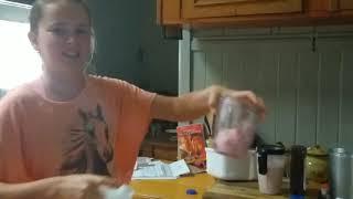 Making strawberry milkshake tutorial!! Ep1