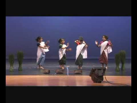 Cheppu Kilukkana Changathi Malayalam Folk Group Dance Gcka X'mas 2008 video