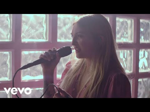 Julia Michaels - Uh Huh (Stripped) (Vevo LIFT)
