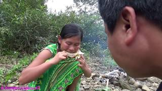 Primitive technology - Primitive skills finding food and cooking chicken - Eating delicious