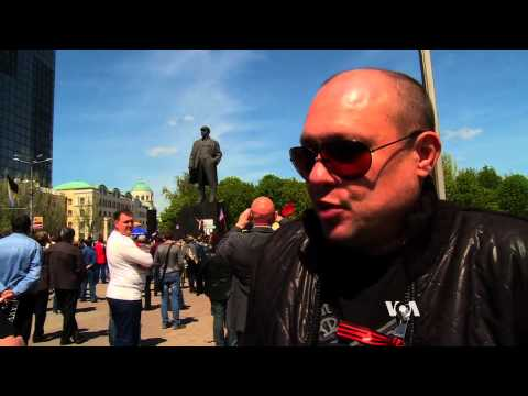 Ukraine Separatists Rally as Unity Backers Meet Putin Foe