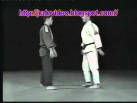 Tsugi ashi for Ko uchi makikomi and Sukui nage Image 1