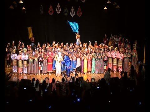 Tarian Kolosal anak-anak PELANGI NUSANTARA di Taman Budaya Bandung